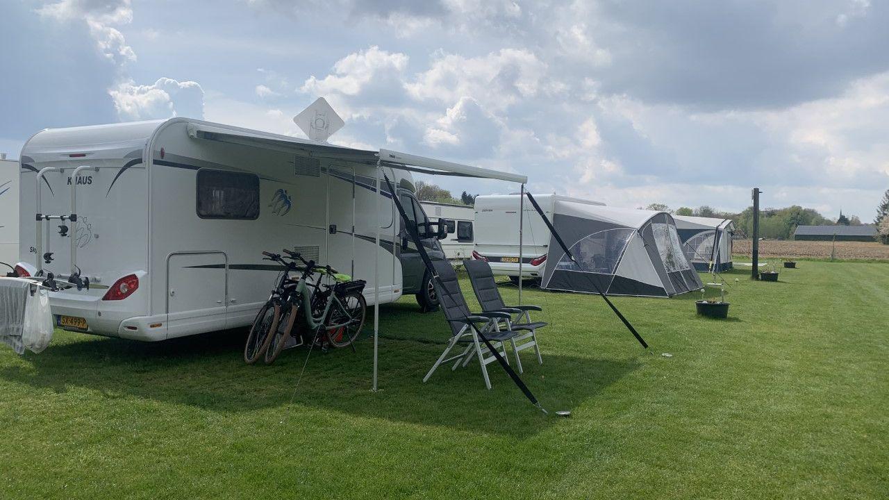 Campings staan bomvol ondanks slechte weersverwachting
