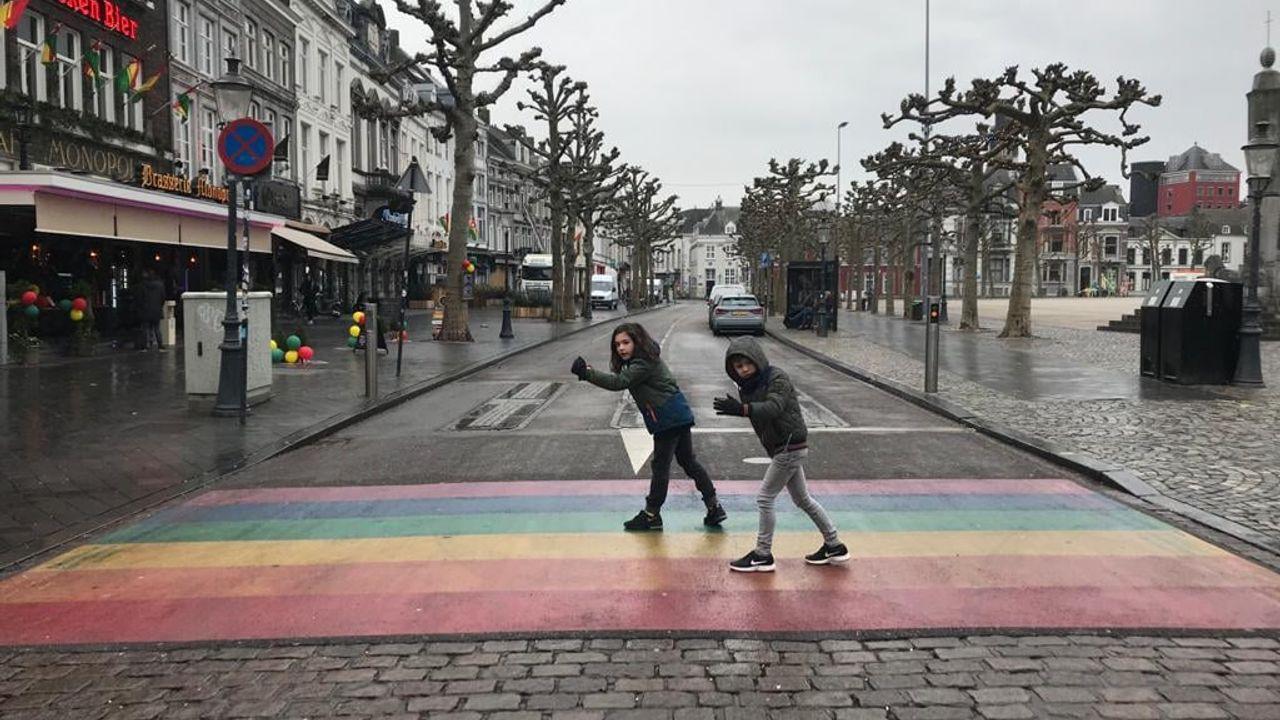Ferre (7) pleit voor regenboogzebrapad in Heeswijk-Dinther