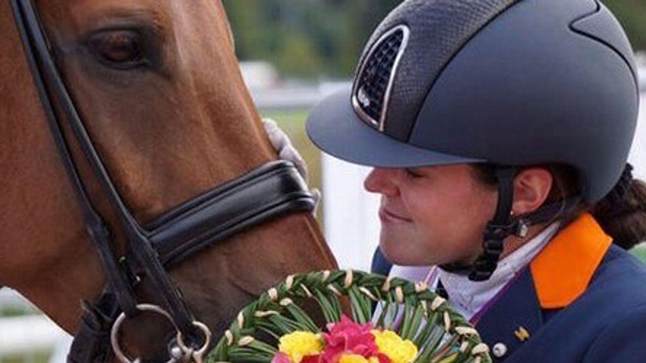 Sanne Voets krijgt huldiging na behalen van drie medailles op Paralympische Spelen