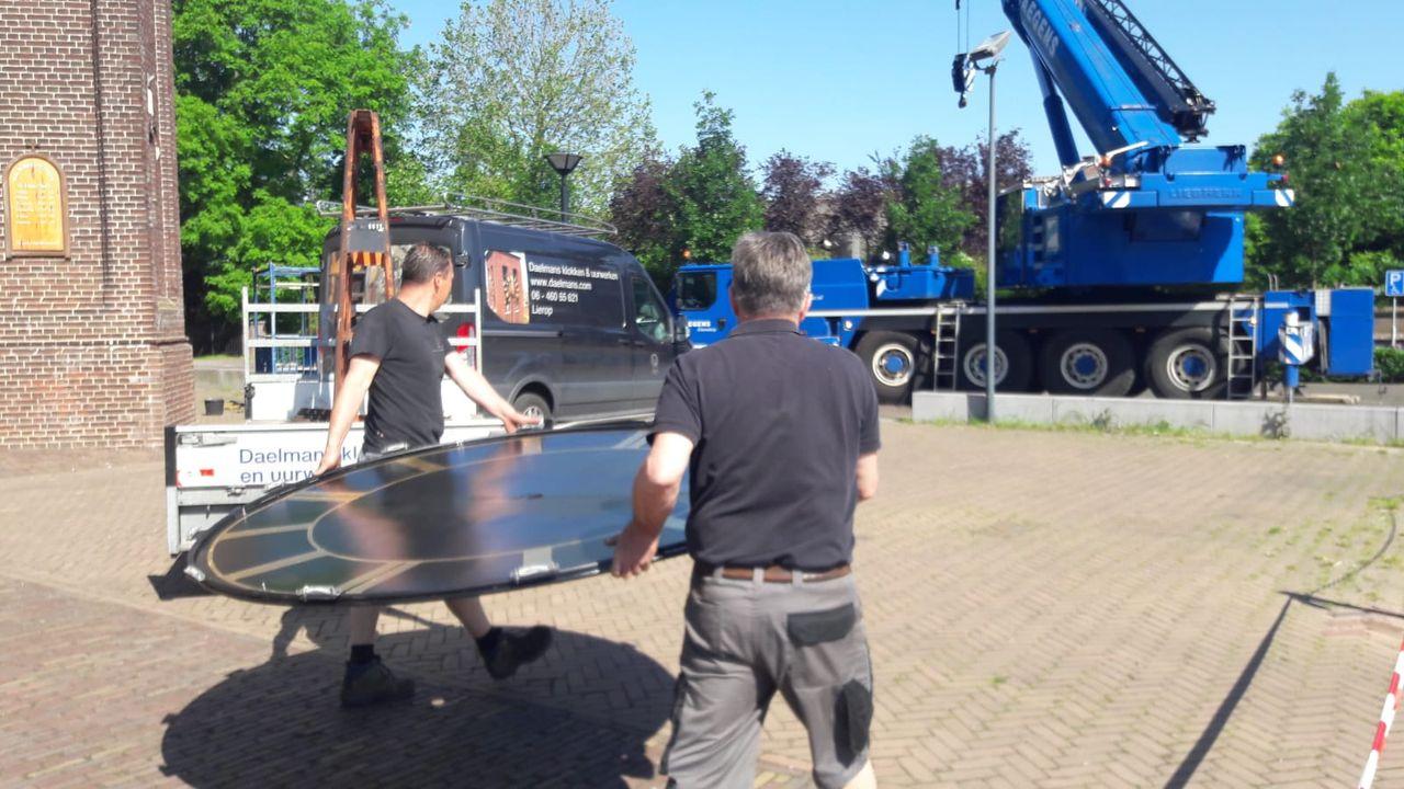 Wijzerplaat terug op Sint-Willibrorduskerk in Berghem