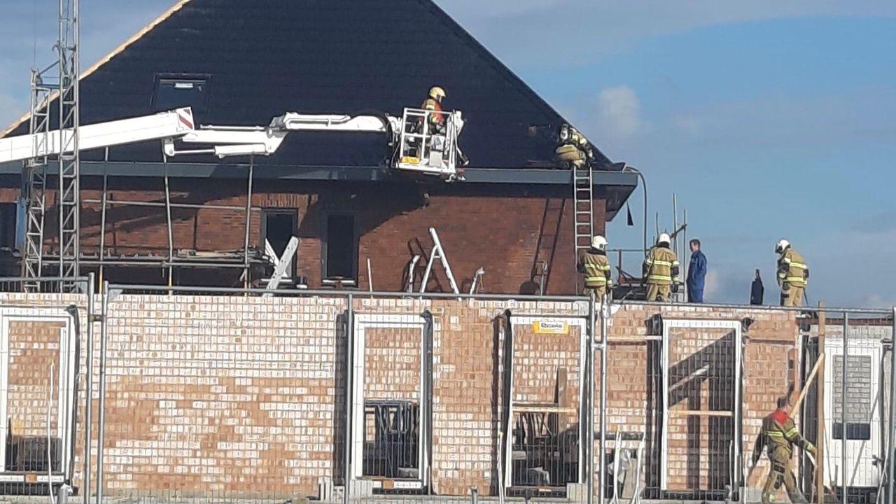 Isolatiemateriaal in brand op dak Berghemse nieuwbouwwoning