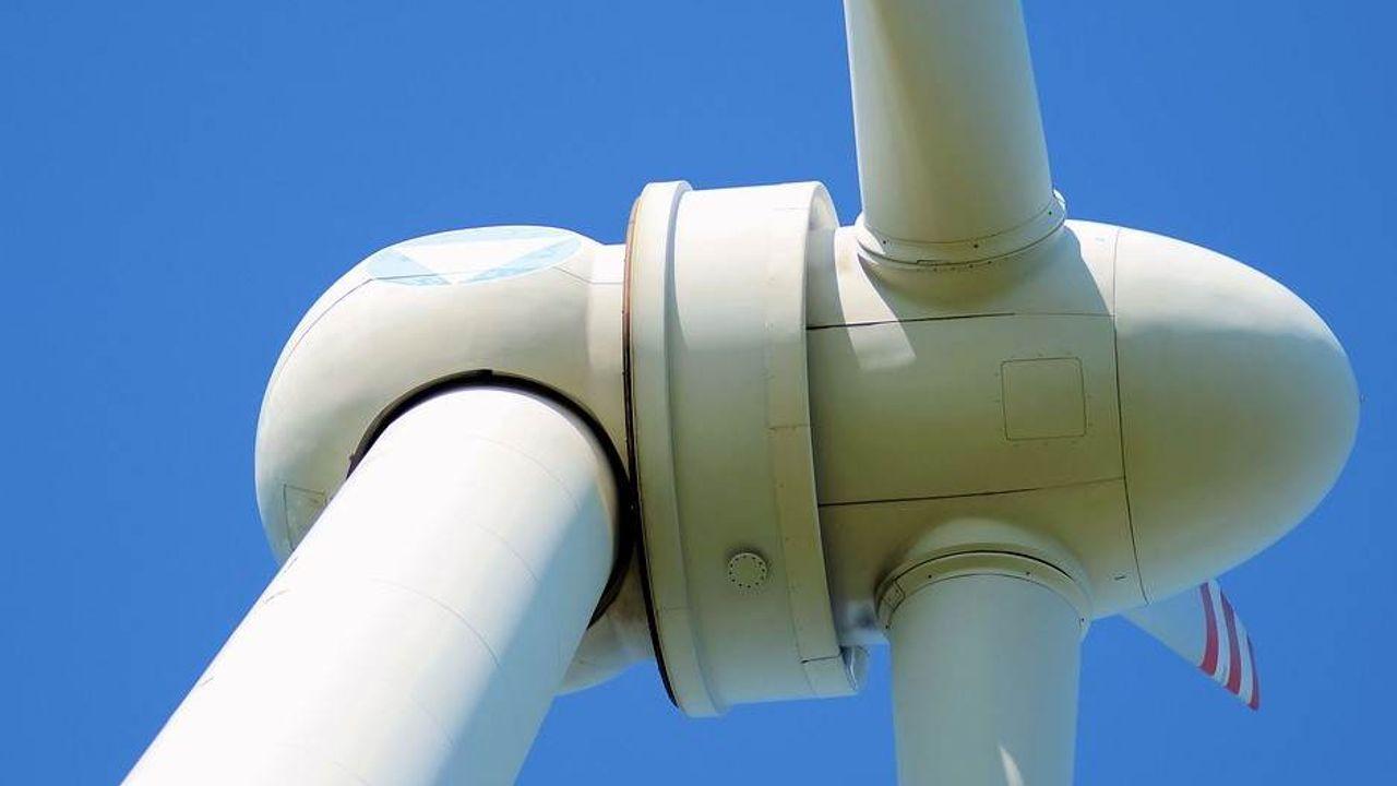 Gemeente Bernheze: '2 windmolens of 26 hectare aan zonneparken voor extra energieopwekking'
