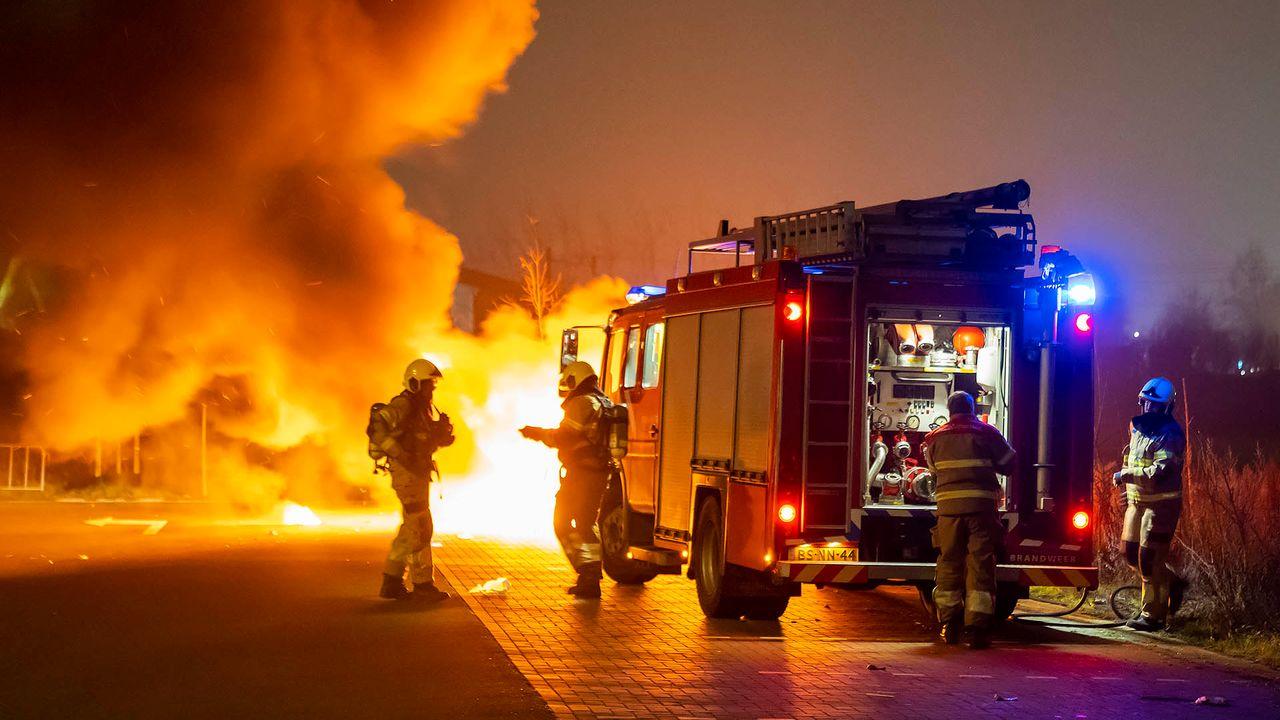 Autobrand op afgelegen parkeerplaats in Berghem