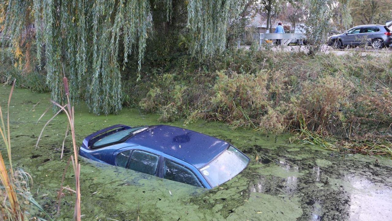 Auto gaat kopje onder in Rosmalen