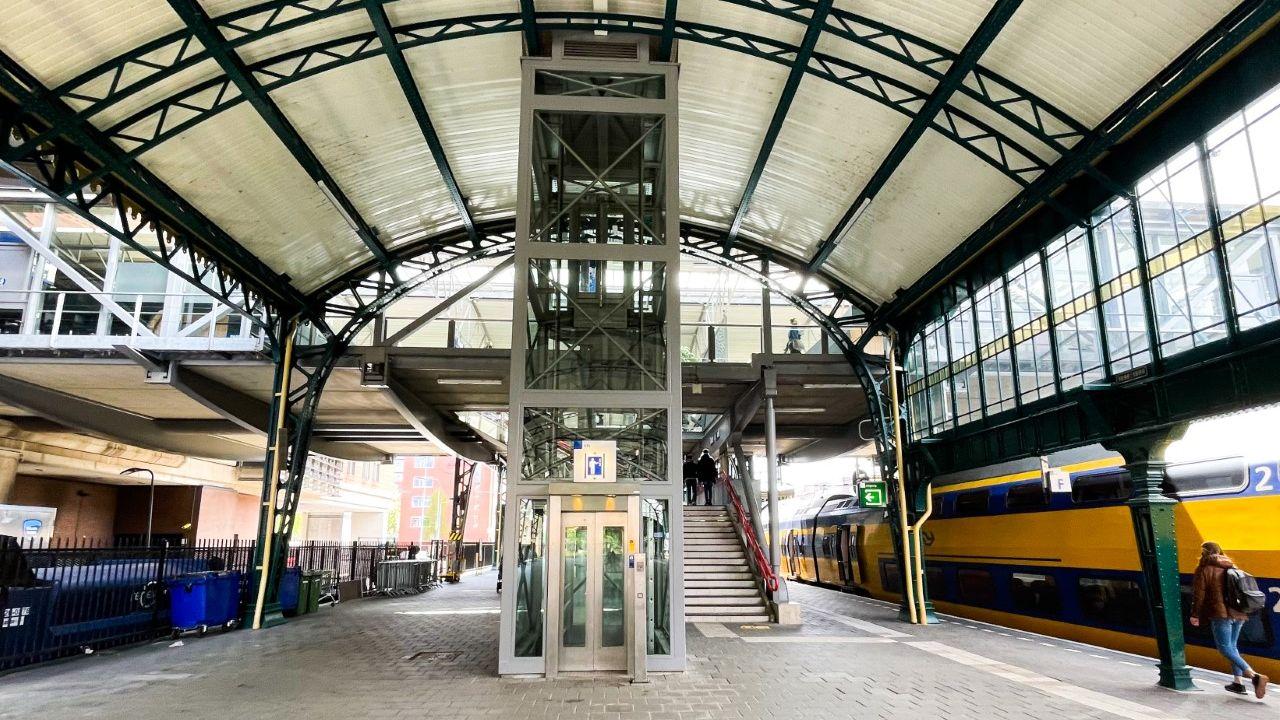 Nieuwe trap naar perron 1 op station Den Bosch