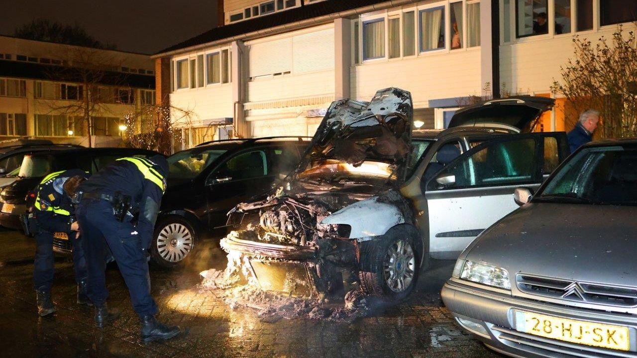 Autobrand aan de Vierde Hambaken in Den Bosch