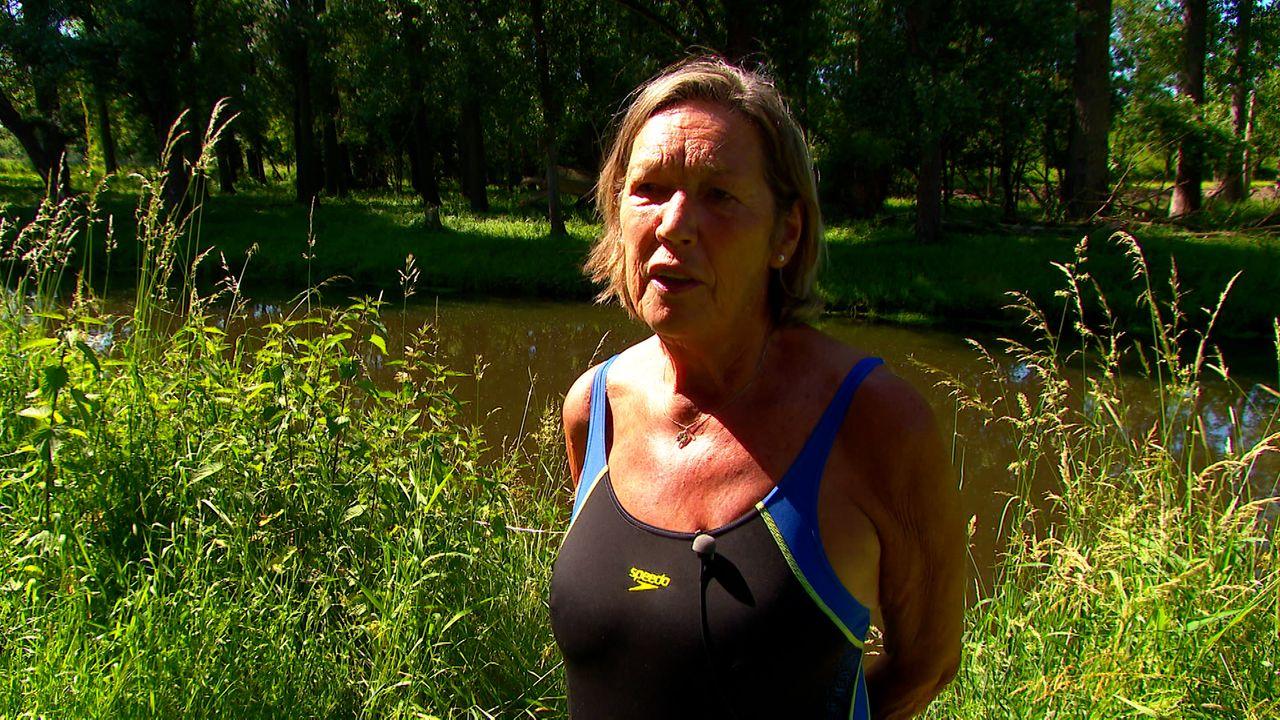 """Ine (77) neemt elke dag een duik in de Aa; """"Zo blijf ik lekker fit"""""""