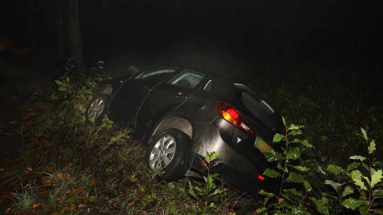Auto eindigt in de sloot in Odiliapeel, bestuurder spoorloos