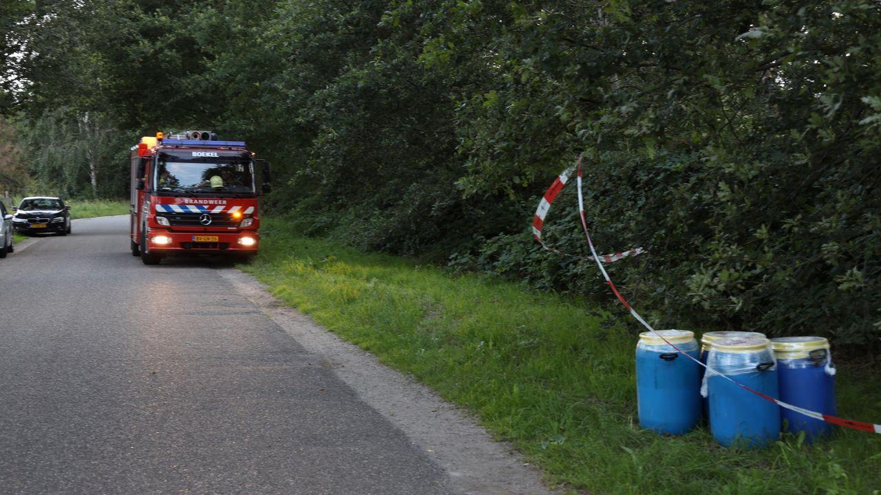 Vaten drugsafval aangetroffen langs weg in Volkel