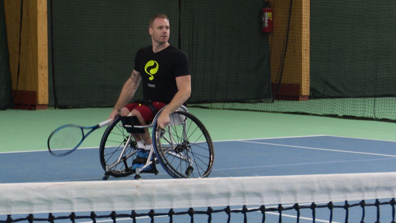 Rolstoeltennisser Maikel traint vol voor Paralympische Spelen, maar moet alles zelf bekostigen