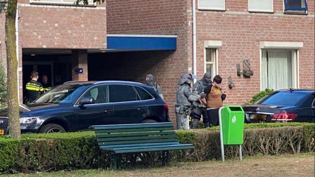 Ossenaar aangehouden op verdenking van wapenbezit