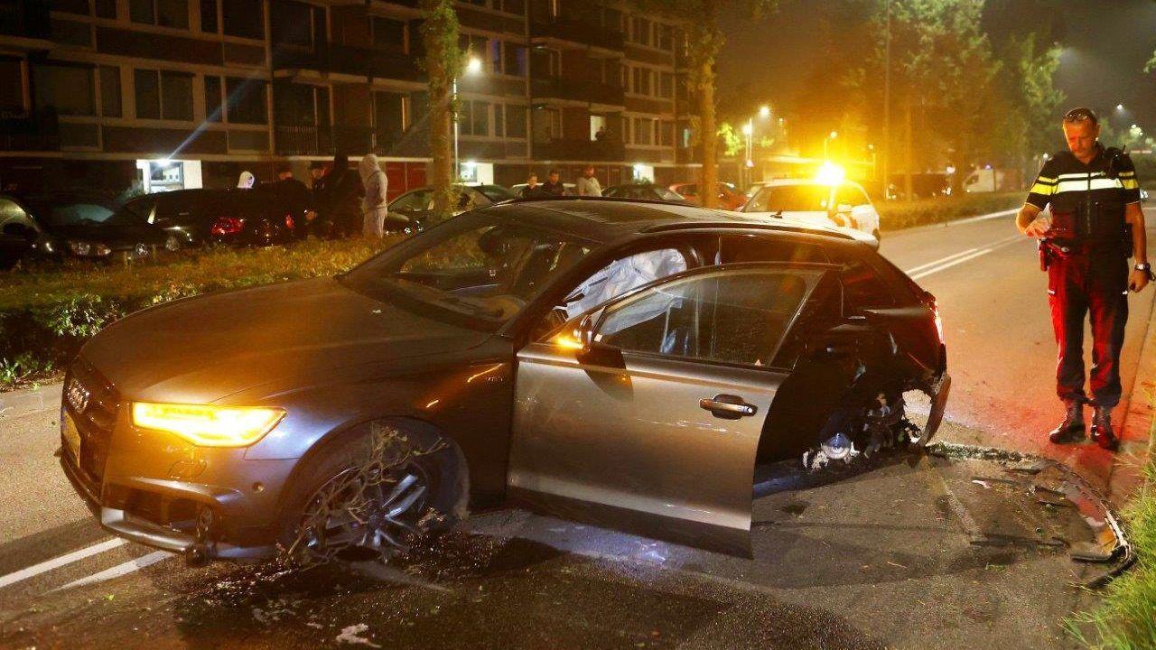 Bestuurder gecrashte auto in Den Bosch gevonden, wordt door politie gehoord