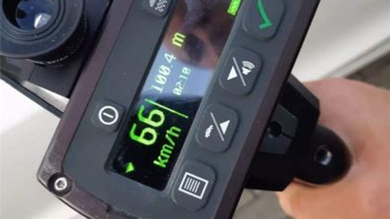 Politie voert lasercontrole uit na meerdere meldingen over hardrijders in Den Bosch