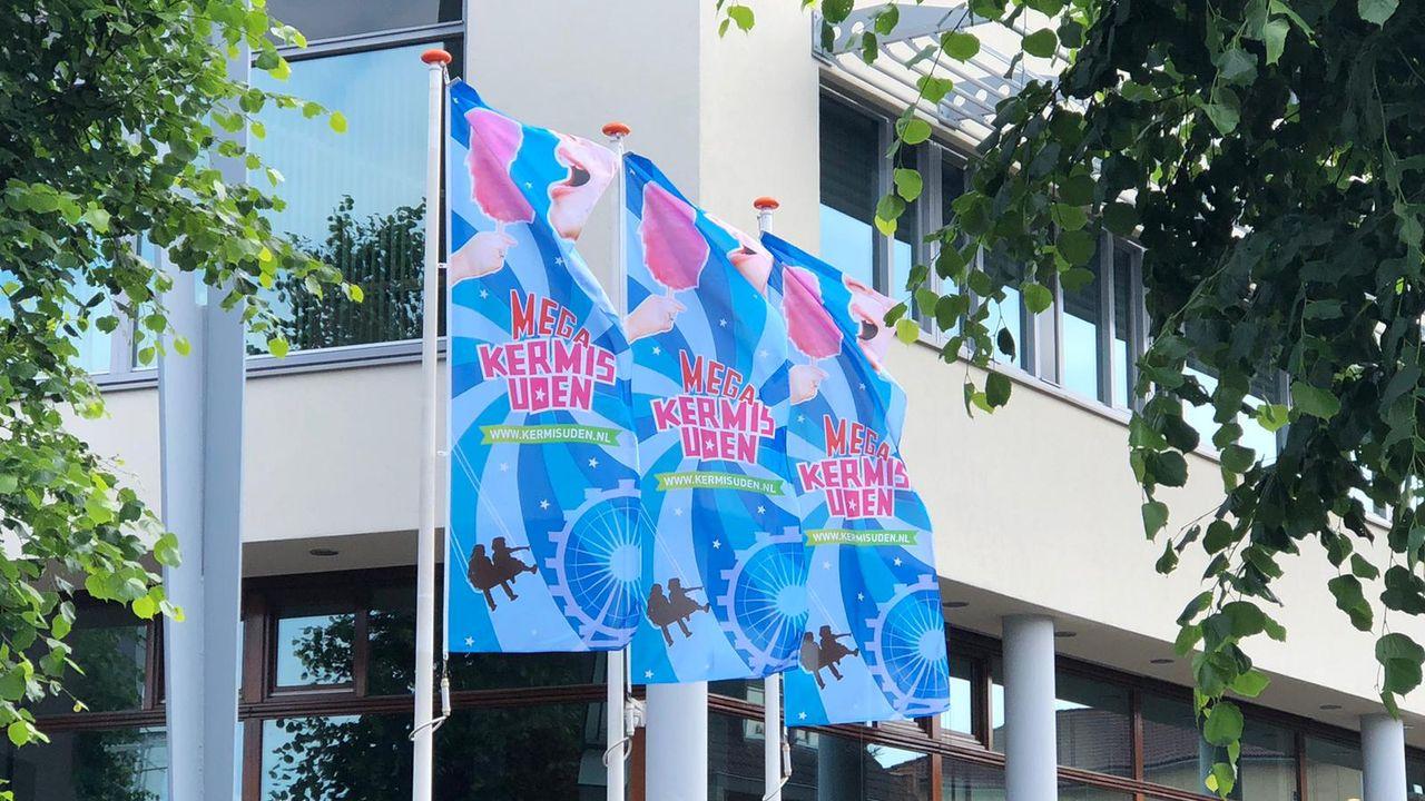 Vlaggen hangen uit, Mega Kermis Uden gaat deze zomer door
