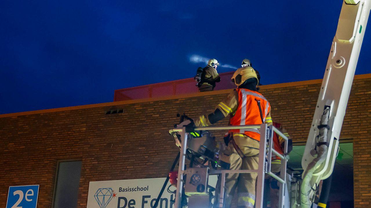 Brand op dak basisschool de Fonkeling: school kan dinsdag open