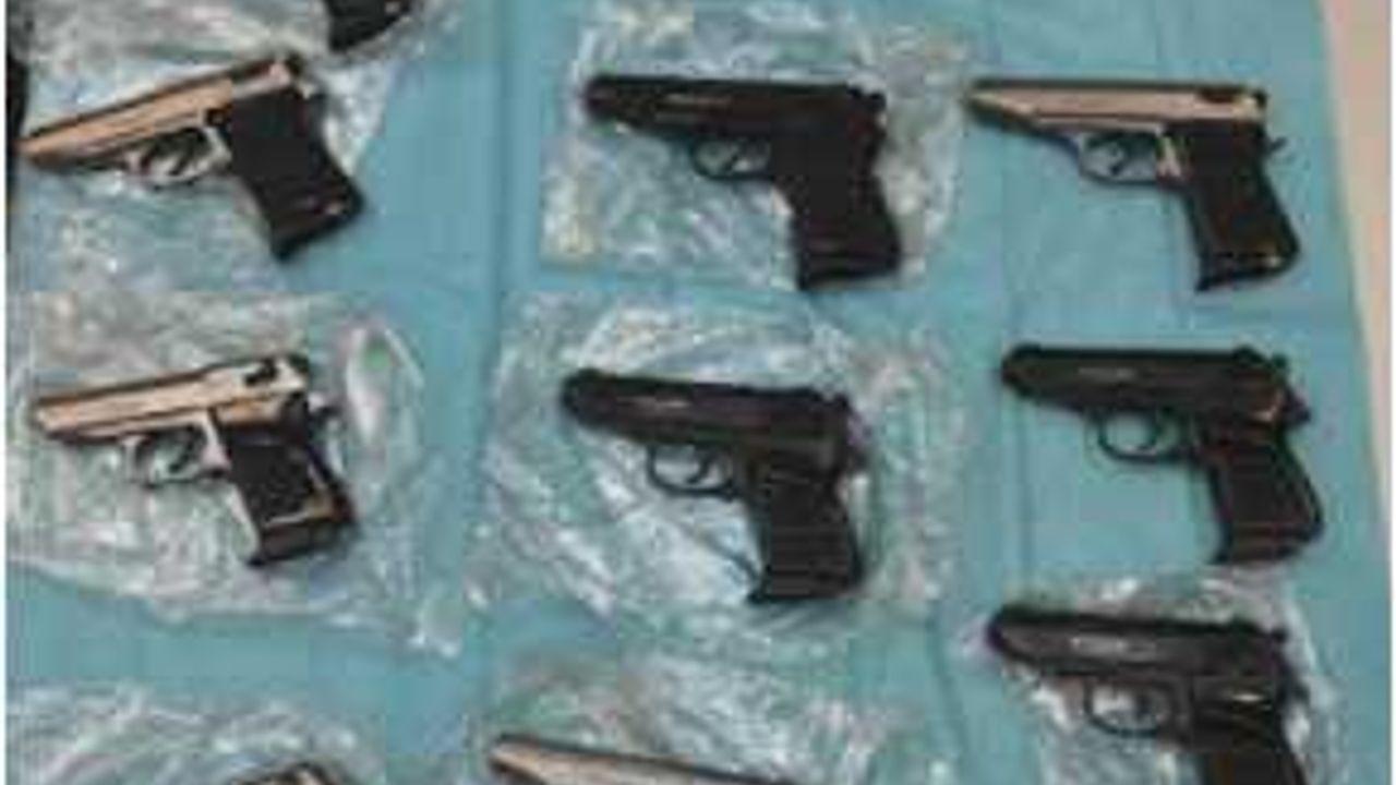 Ossenaar opgepakt in groot wapenhandel-onderzoek, woning vol wapens en munitie