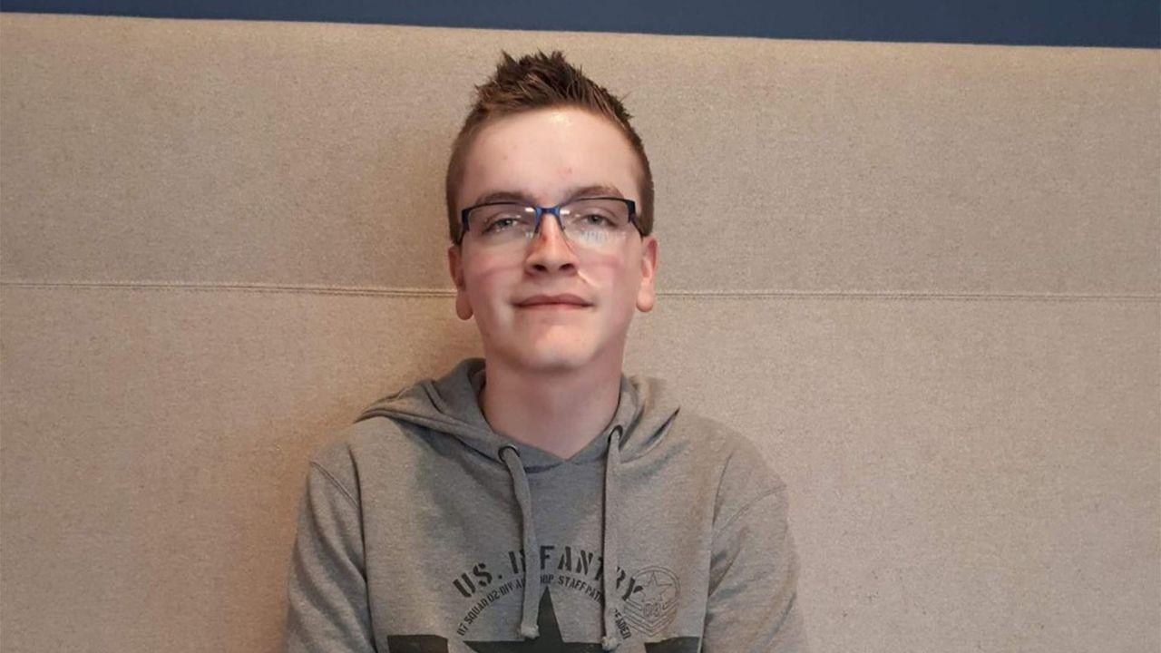 """Maurits (19) uit Veghel: """"Ik mag mijn vriendin wel zien maar niet knuffelen"""""""