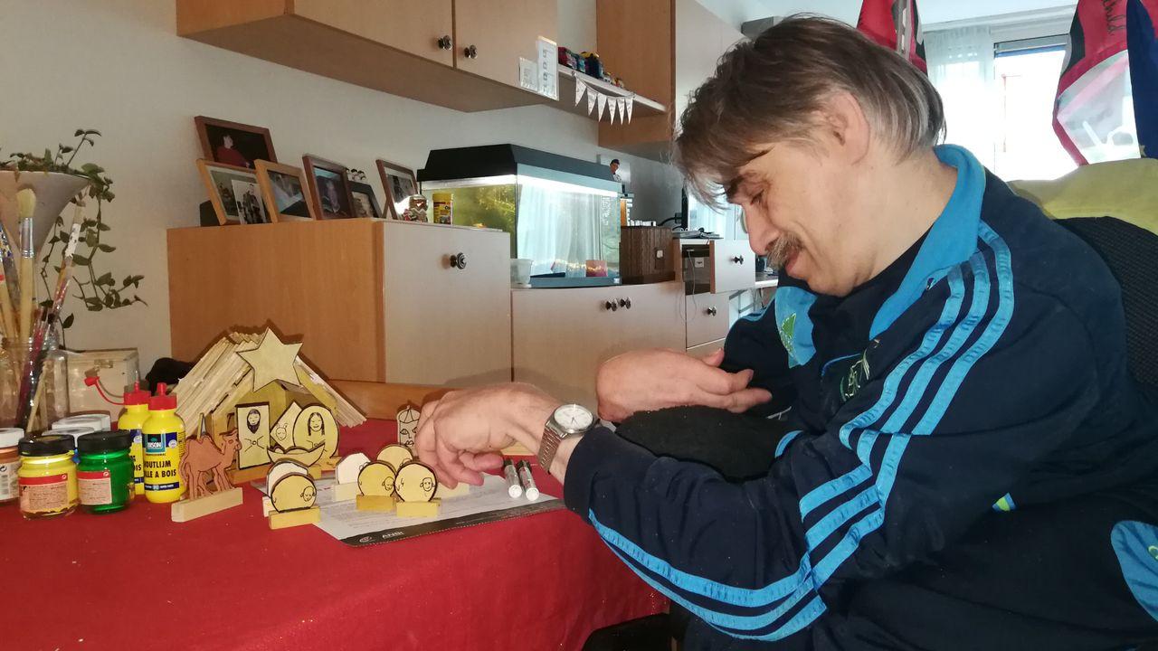 René maakt kerststallen voor het goede doel: 'Ik wil de oorlog uit kinderen halen'