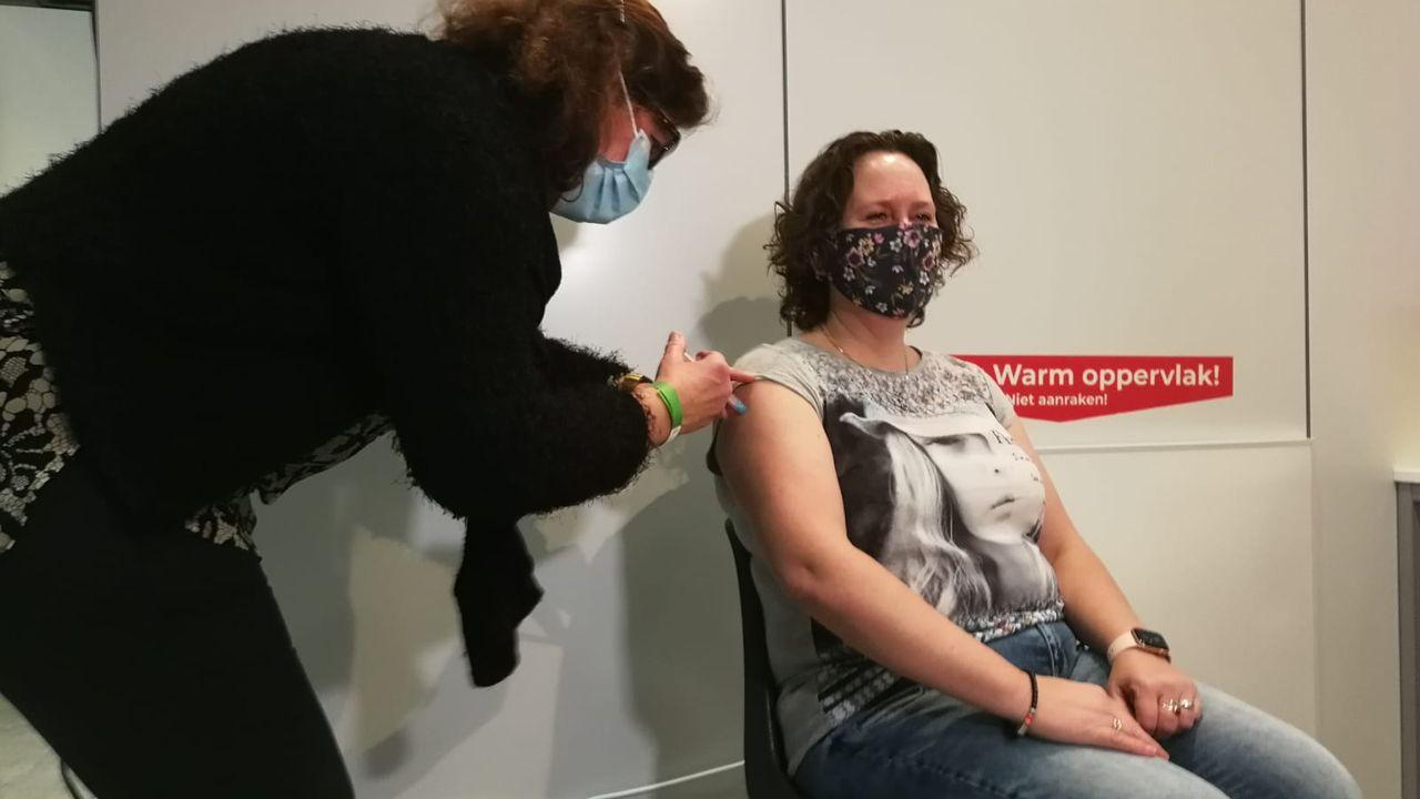 Landelijke primeur voor Veghel: eerste vaccinatie tegen corona een feit