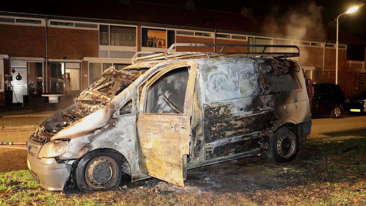 Bedrijfsbus gaat op in vlammen in Den Bosch