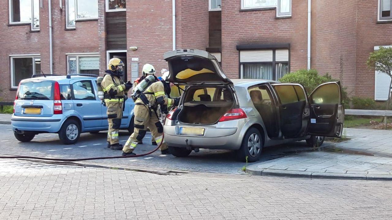 Auto in brand in Oss, brandweer heeft vuur snel onder controle
