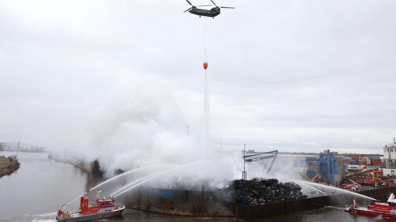 Zeer grote brand op industrieterrein Den Bosch: legerhelikopters ingezet