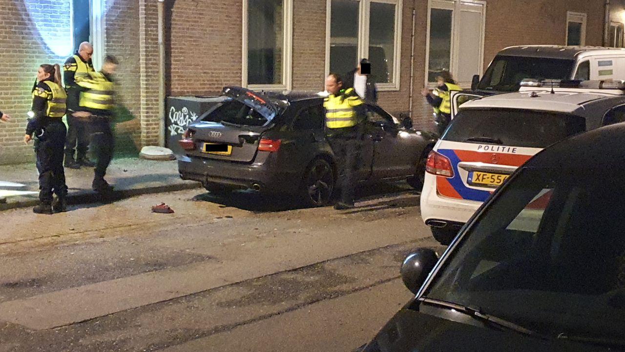 Auto opgeblazen door zwaar vuurwerk in Veghel