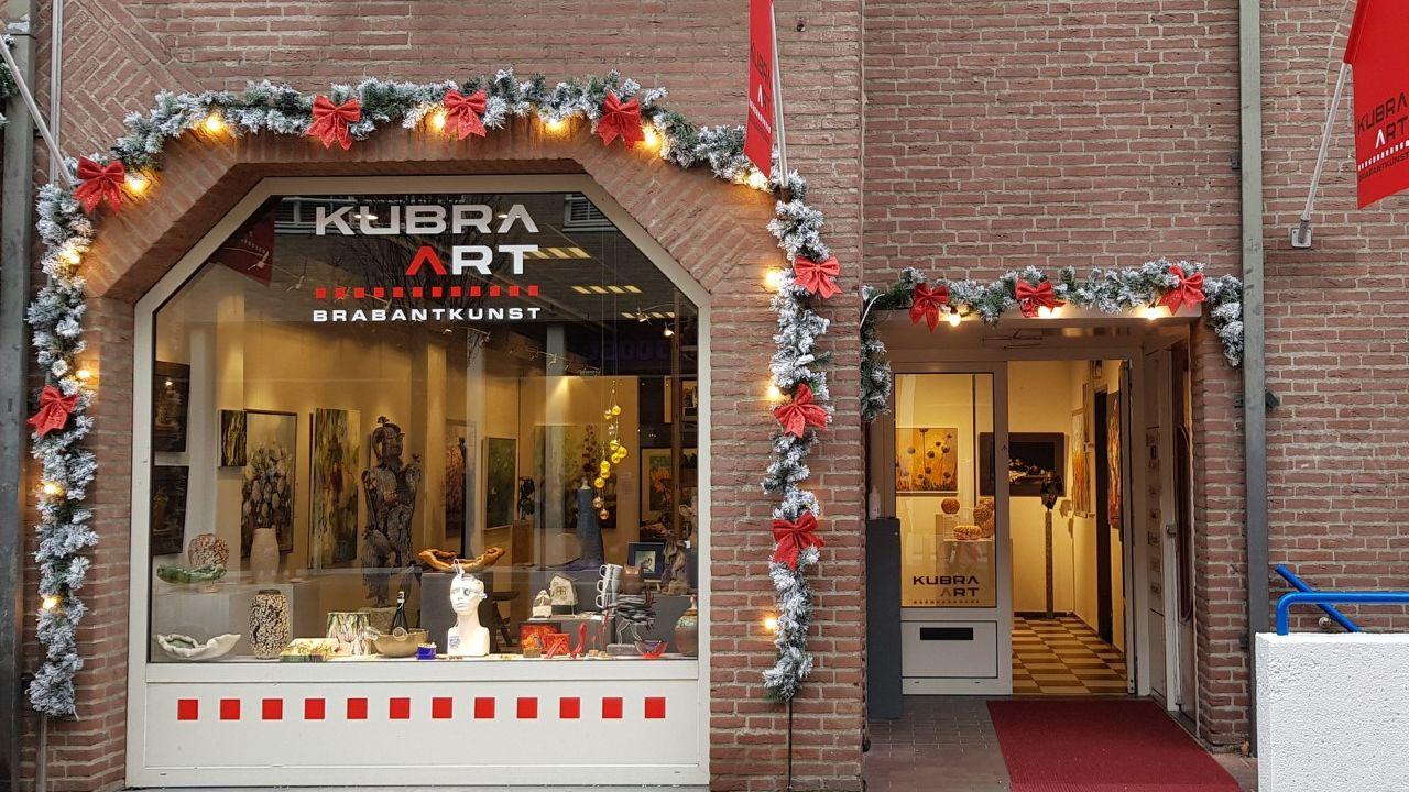 KuBra-Art plaatst kunstwerken in Rosmalense winkeletalages