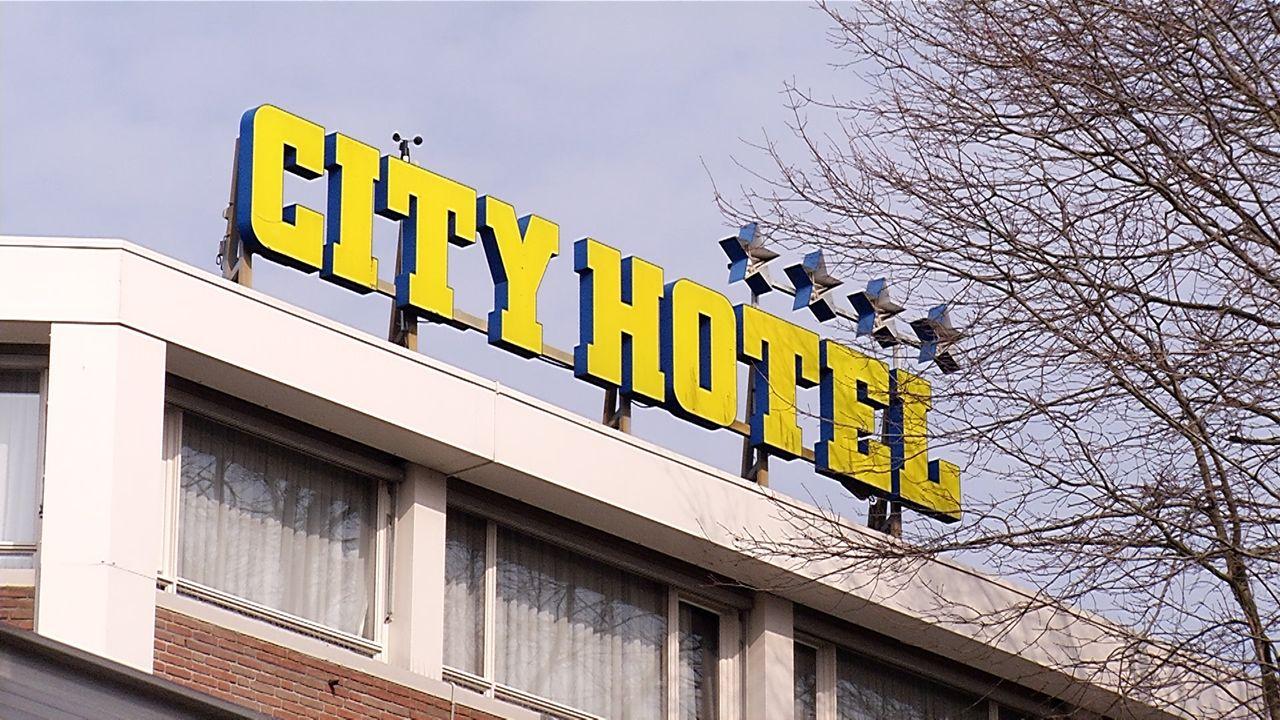 Arbeidsmigranten in het City Hotel: 'Moet de eigenaar eerlijk over zijn plannen vertellen?'