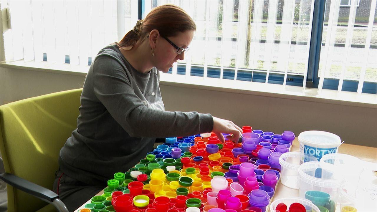 Cliënten van Osse dagbestedingsplek geven plastic een tweede leven