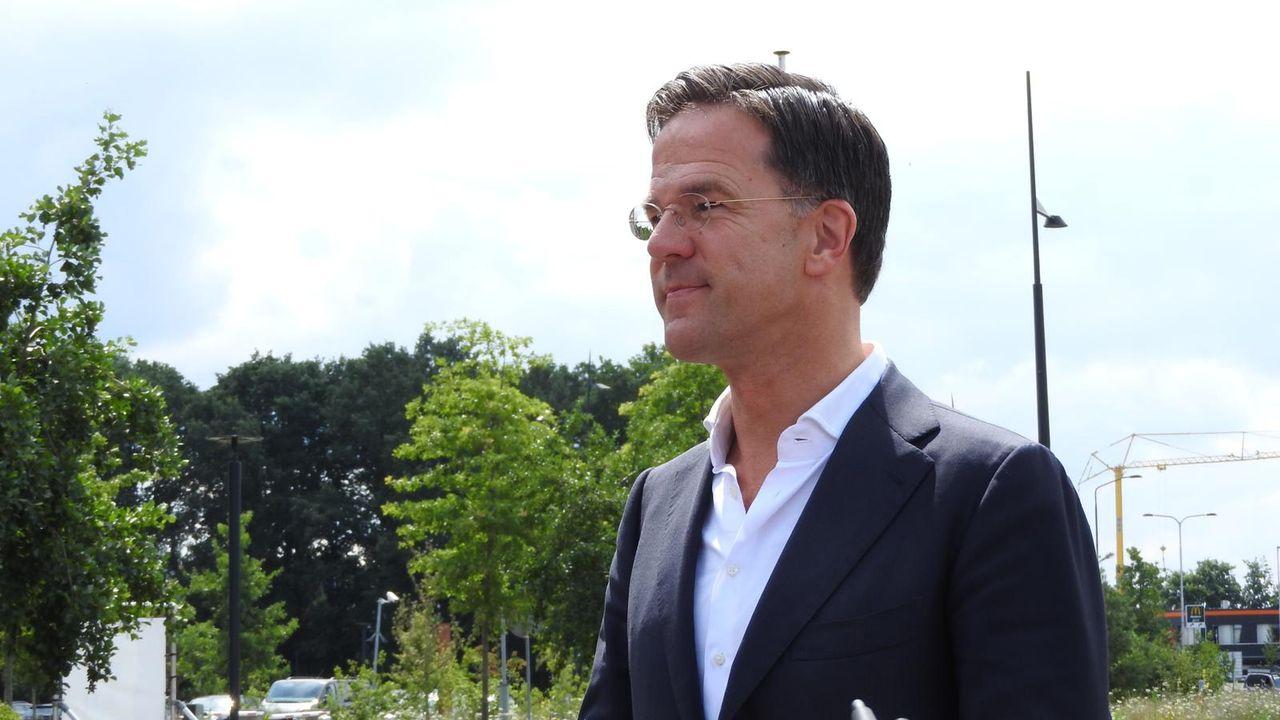 Mark Rutte vol lof over 'zorghelden' in Bernhoven