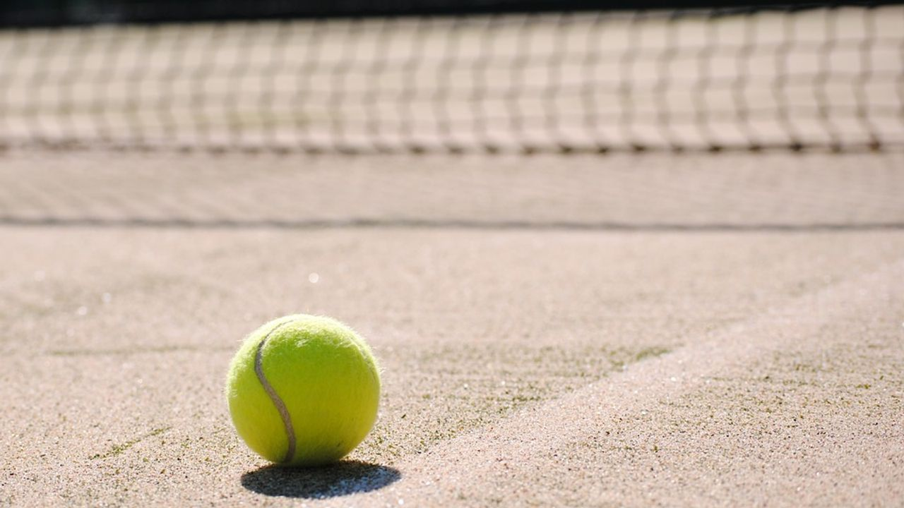 Commissieleden Bernheze verdeeld over tennisbanen in Loosbroek