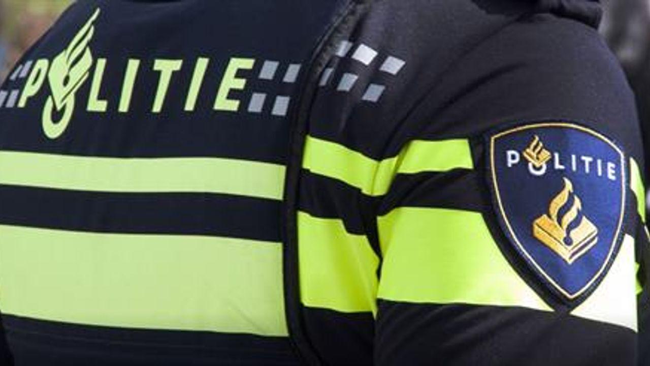Politie zoekt scooterrijder na 2 bijna-aanrijdingen