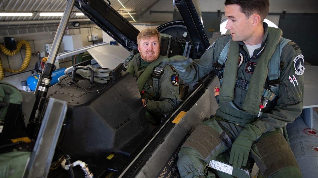 Koning Willem-Alexander op bezoek bij vliegbasis Volkel
