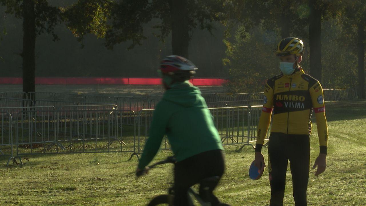 Wielrenner Mike Teunissen geeft clinic in aanloop naar EK veldrijden in Rosmalen