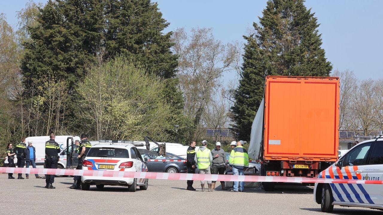 Vrachtwagenchauffeur gewond bij ongeval bij Hotel Van der Valk in Nuland