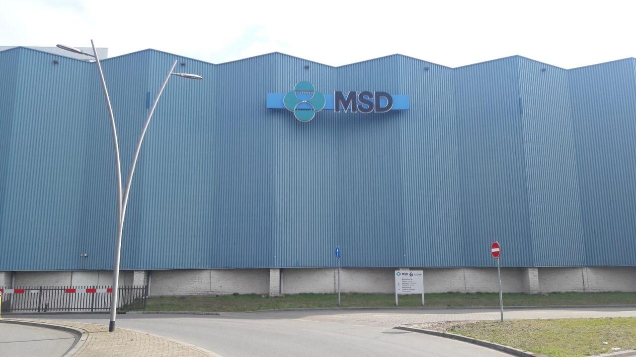 Rijbaan naast blauwe wand MSD komende weken afgesloten vanwege schilderwerkzaamheden kunstwerk