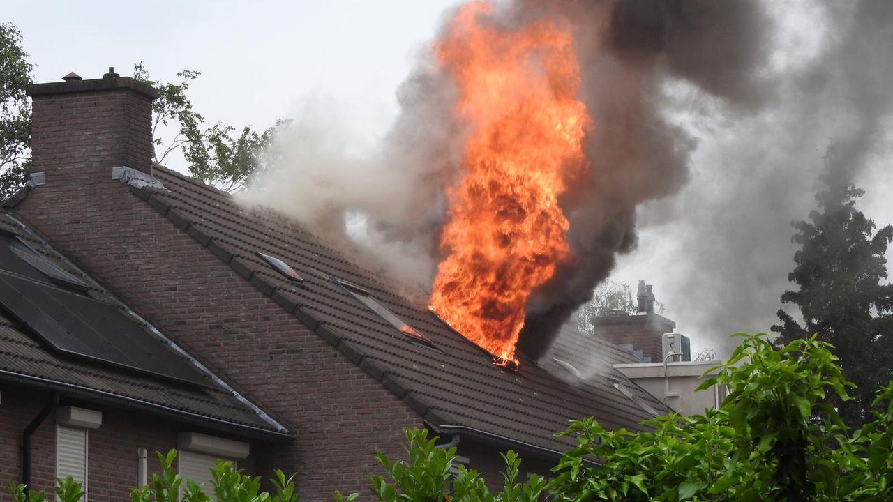 Uitslaande brand in woning aan de Schepenhoek in Uden