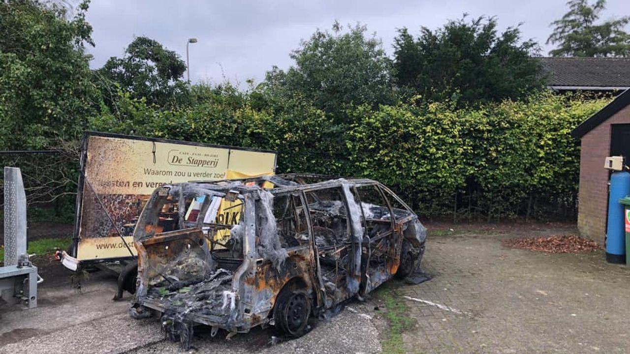 Geliefde bus van eigenaren Veghels café verwoest na brand: 'Jammer dat er zulke mensen rondlopen'