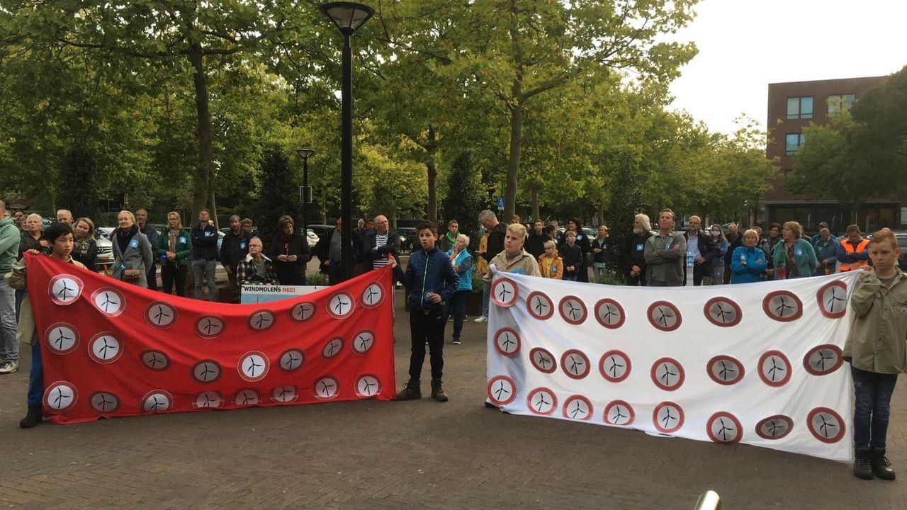 Demonstratie en petitie tegen windmolens in Lithse polder