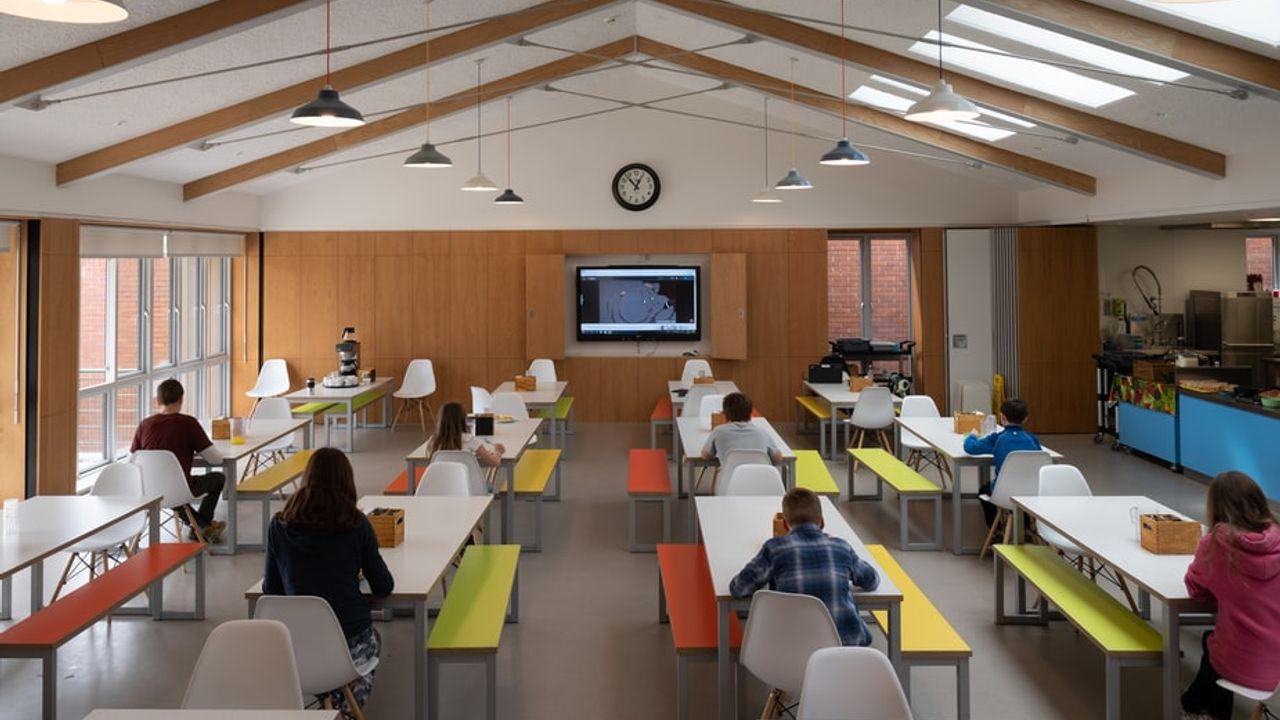 """Geen mondkapjes op middelbare scholen in Den Bosch: """"Zolang het RIVM het niet adviseert, doen we het niet"""""""