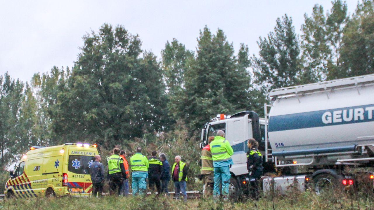 Motorrijder overleden na botsing met vrachtwagen op N279 bij Veghel