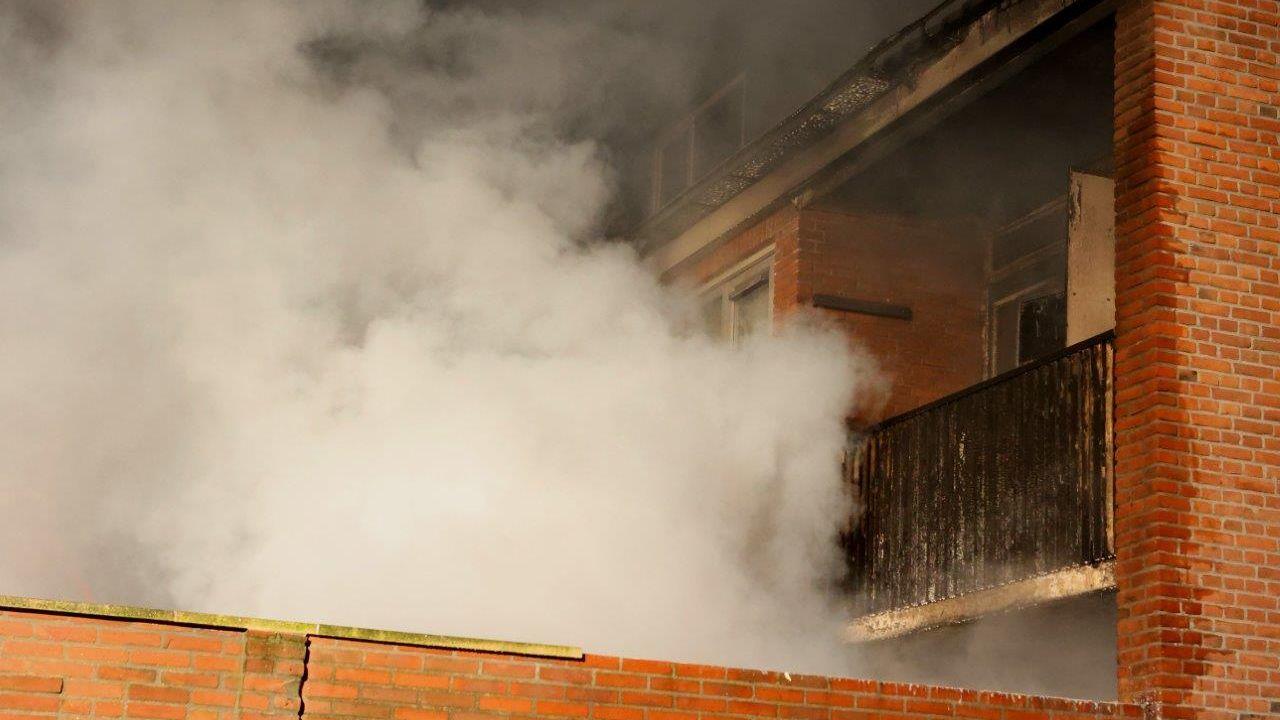 Brandstichting: huisraad achter woning aan Voltastraat in Den Bosch vat vlam