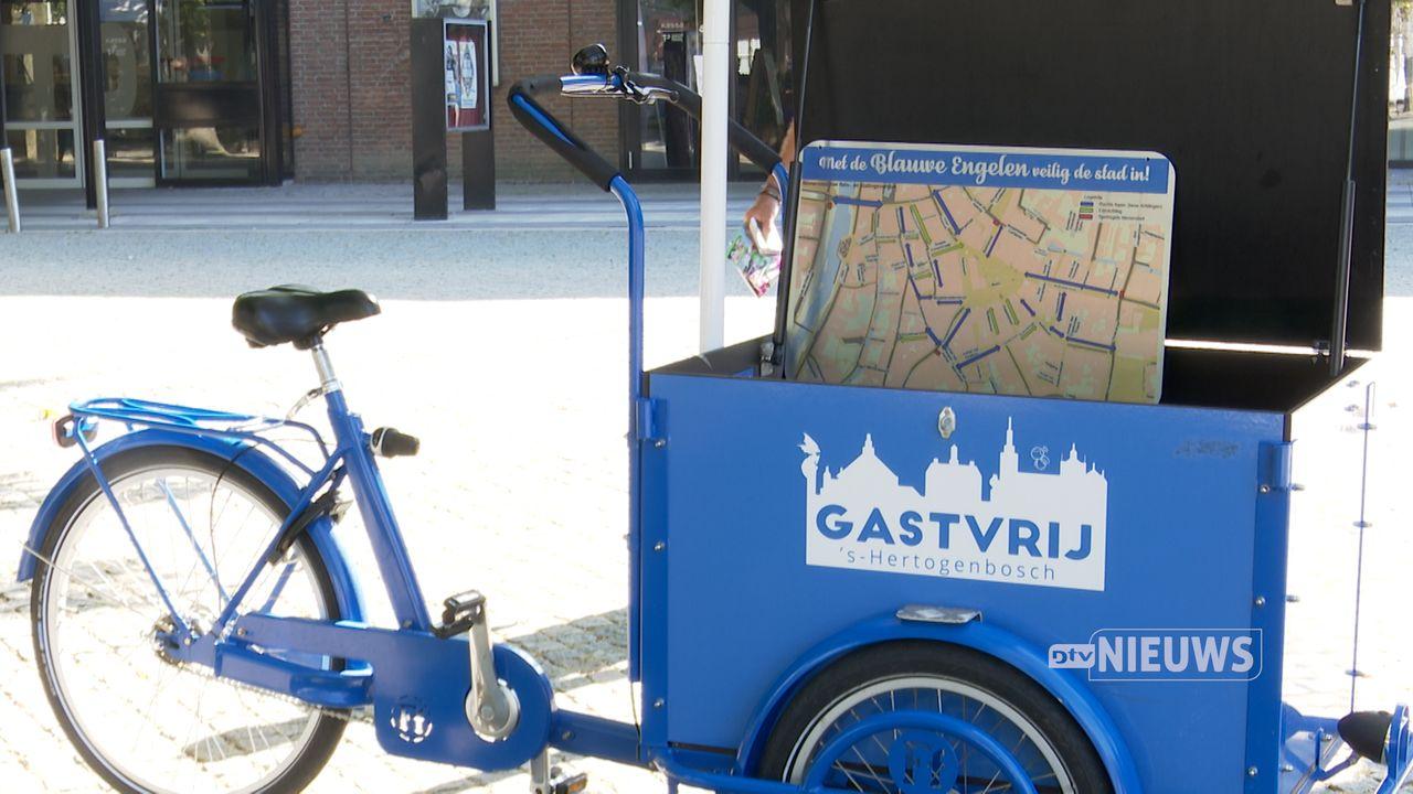 De Blauwe Engelen zijn weer te zien in het Bossche centrum: 'Heerlijk om je stad weer te promoten'