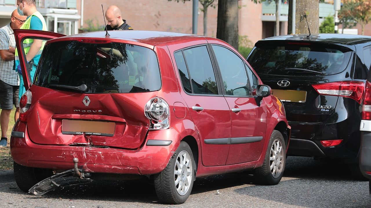Automobilist rijdt door na veroorzaken ongeluk in Oss
