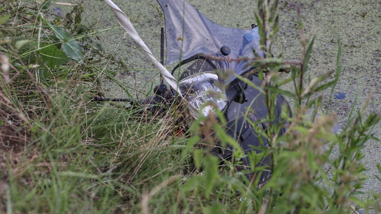 Scooterrijder uit sloot gered in Haren