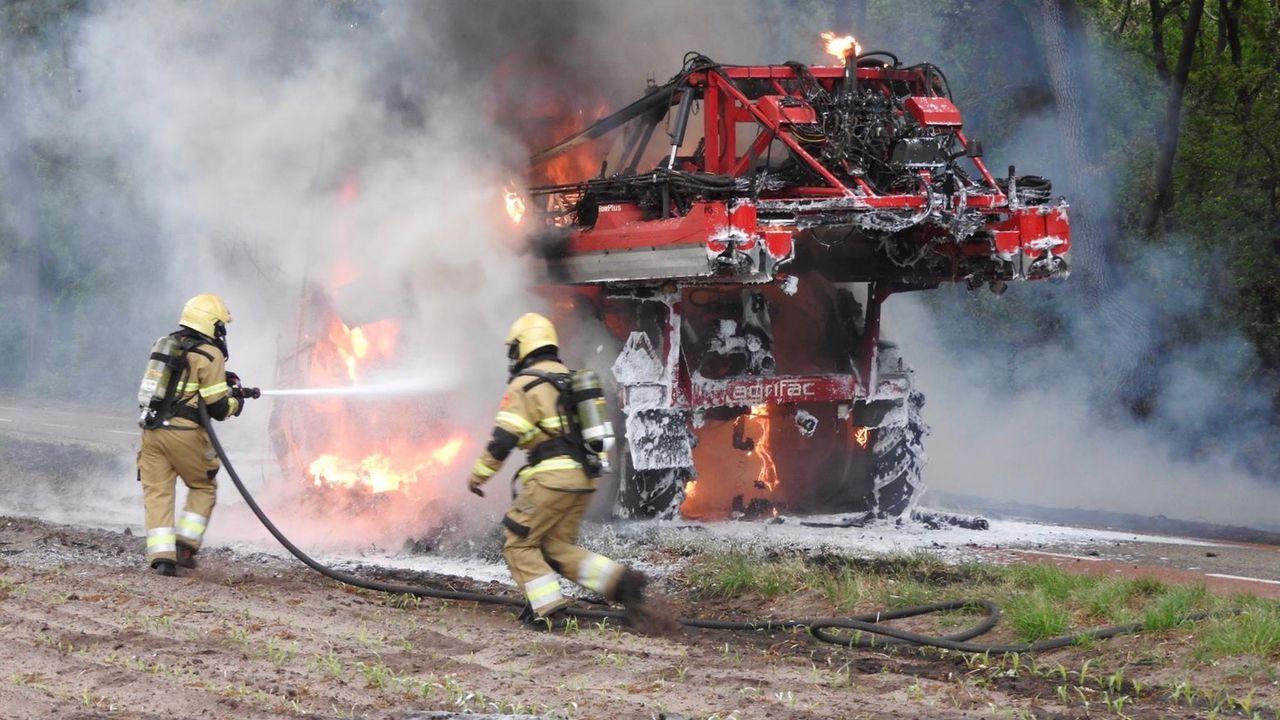 Brandweerwagen Volkel bij brand in Zeeland