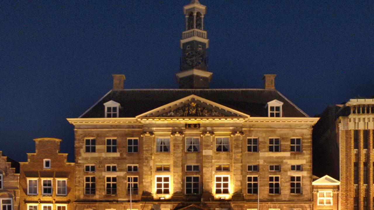 Bossche D66-fractie ziet scholieren die in het stadhuis studeren wel zitten