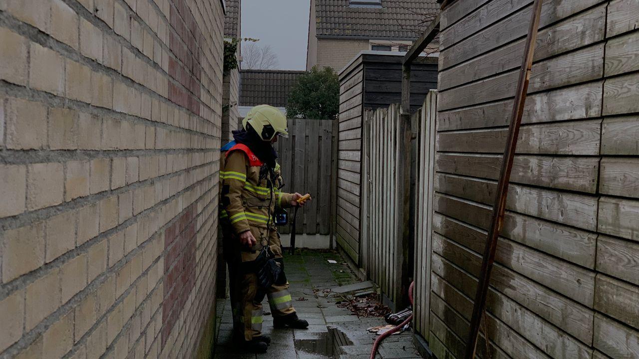 Schuurbrand in Veghel deels geblust door emmers water van de buren