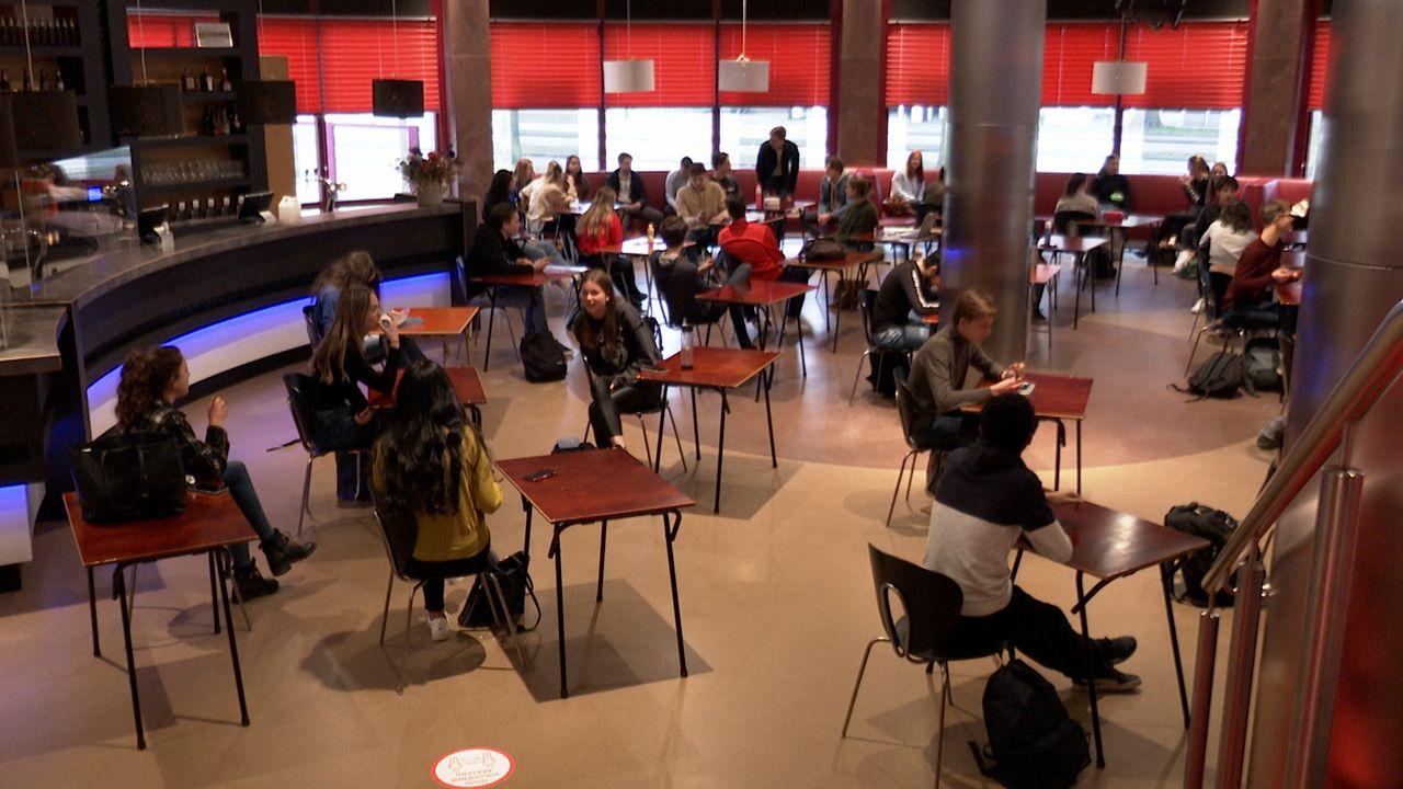 Er is weer publiek in De Lievekamp, het zijn de leerlingen van TBL